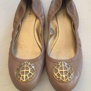 TAHARI Med. Beige Leather Ballet Flats size 8 1/2